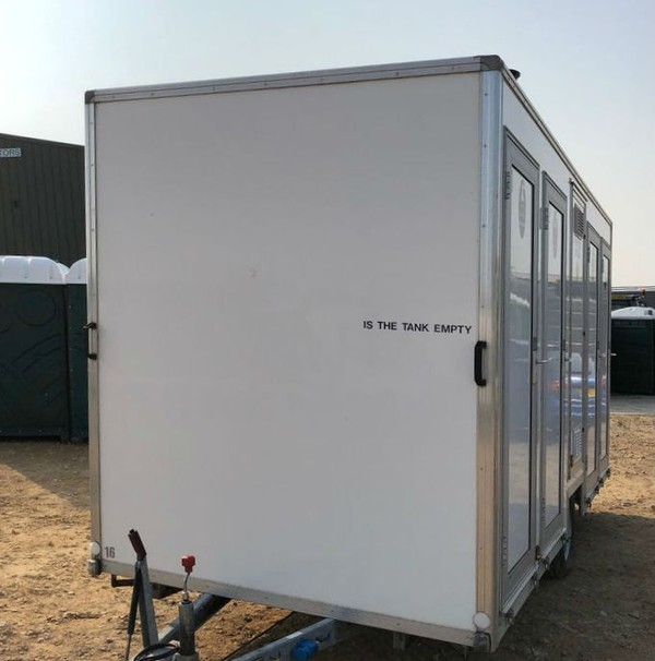 4 bay shower trailer