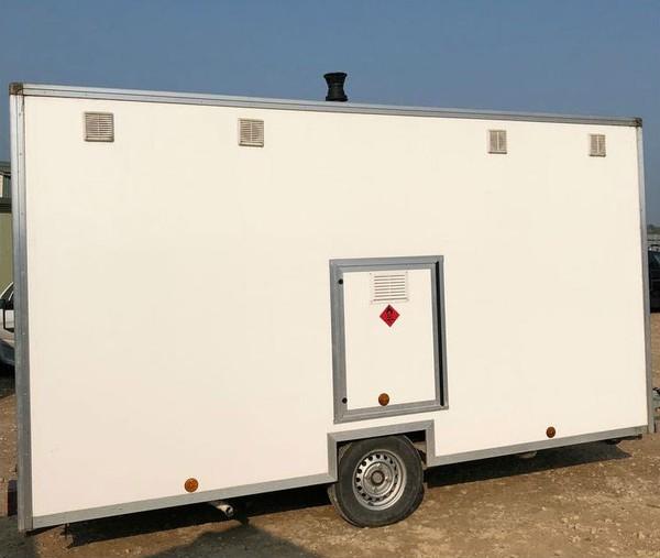 White shower trailer