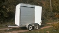 TWIN AXLE 8X5 BOX TRAILER.