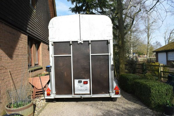 Ifor Wiiliams HB505R Double Horse Braked Trailer