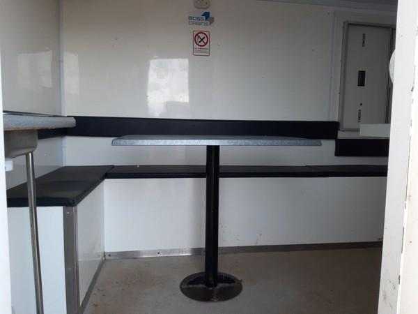 Mobile towable office unit
