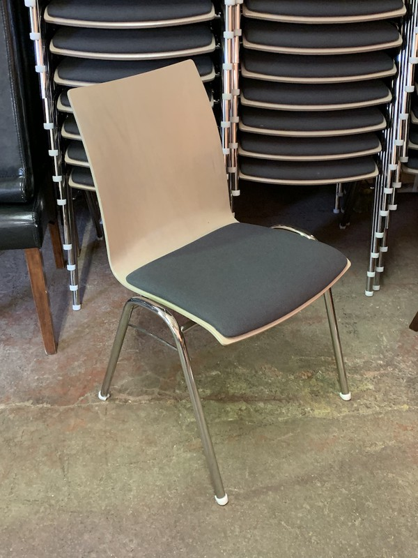 254x Brunner Fox Stackable Chairs