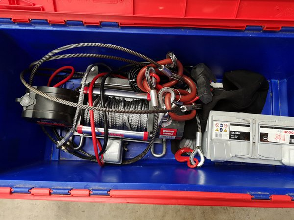 12v Winch with tow mount