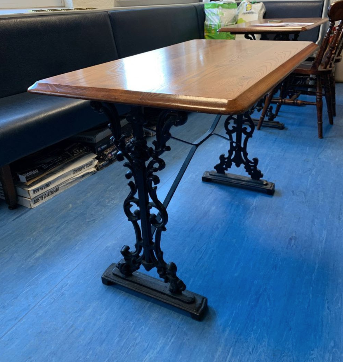 Secondhand Vintage And Reclaimed Bar And Pub 10x Cast