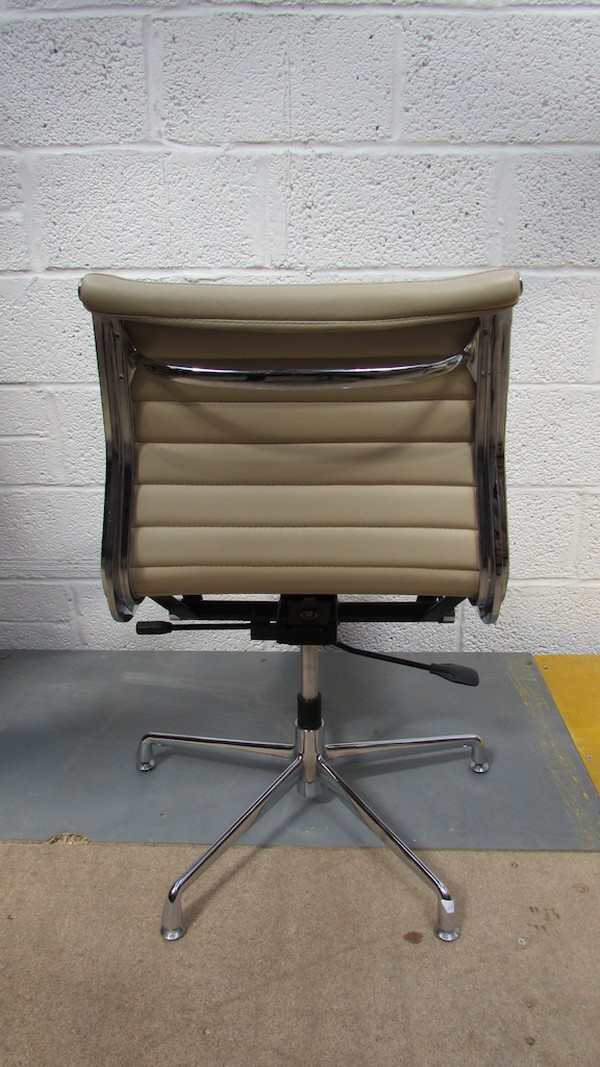 Cream Leather Swivel Chairs (CODE CH723)
