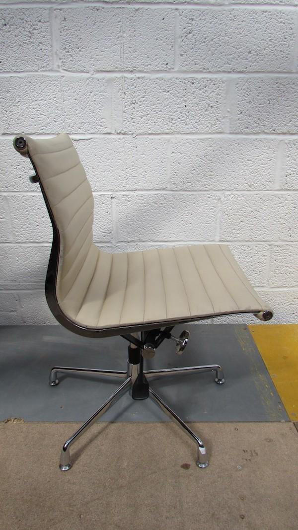 Leather Swivel Chairs (CODE CH723)