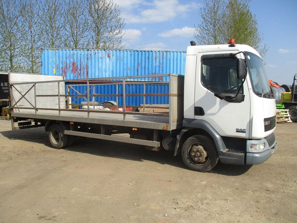 Secondhand flat trailer for slae