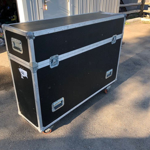 Dh booth and flight case