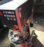 Counter top commercial mixer