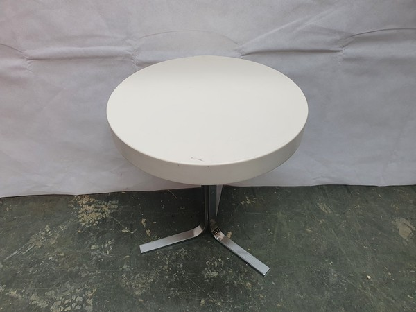 Whte Occasional Table