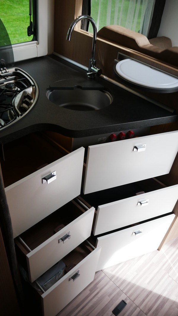 Kitchen storage draws