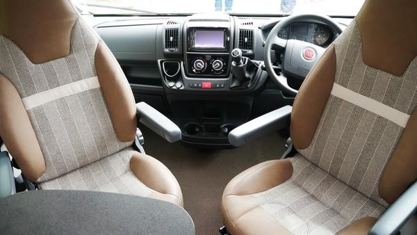 Swivelling drivers seat