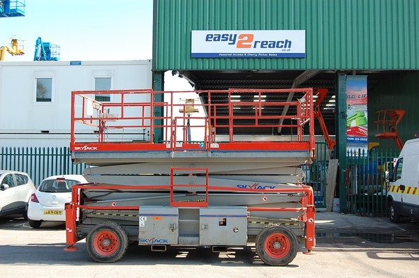 Skyjack SJ9250 Rough Terrain Scissor Lift