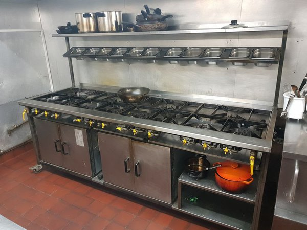 Very large gas cooker