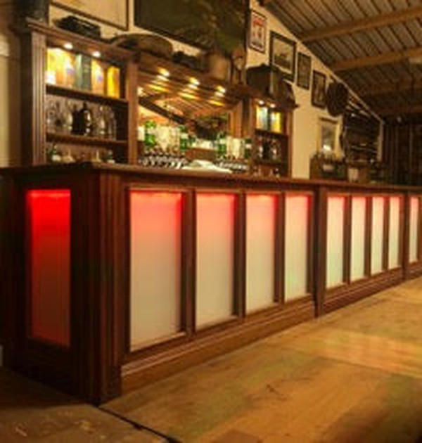 Colour changing bar