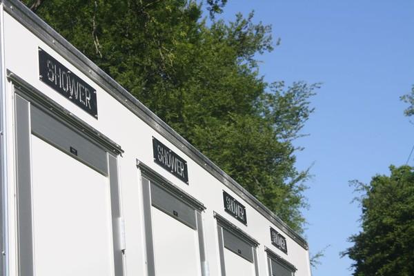 4 bay shower units for sale