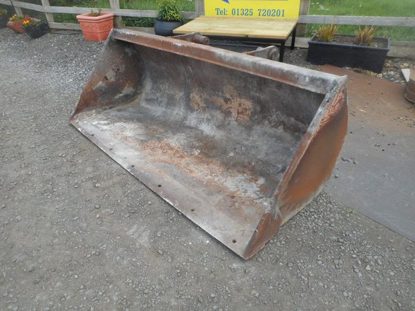 Manitou  general purpose bucket