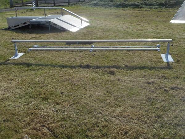 Skate grinding rail