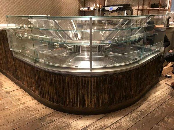 Curved patisserie / Chocolate fridge display
