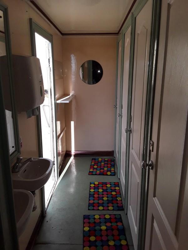 4 + 2 Toilet Trailer Interior