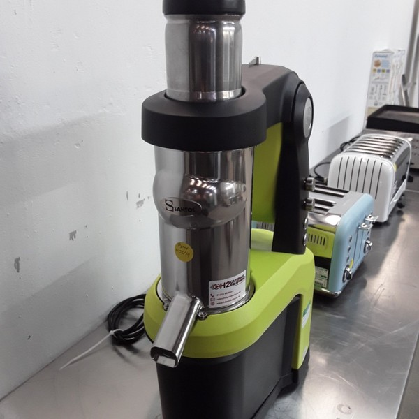Buy Ex Demo Santos CN990 Juicer (9008)