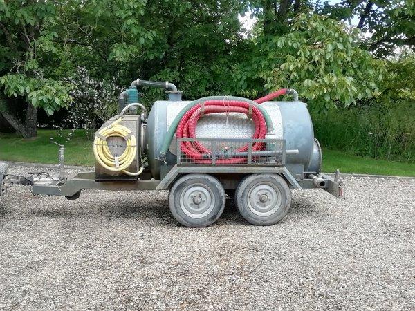 Vacuum toilet service trailer