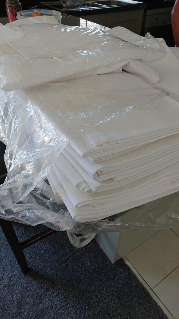 Secondhand table linen for sale