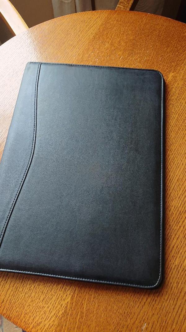 Hotel guest folder