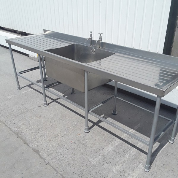 Single sink with left and right drainer