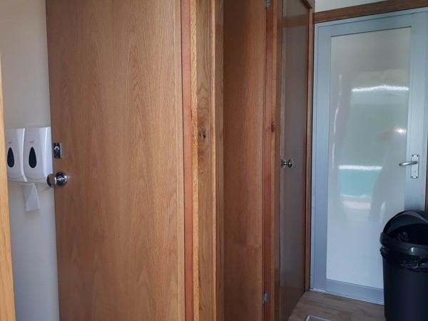 Light oak fittings in a 3 + 1 toilet trailer