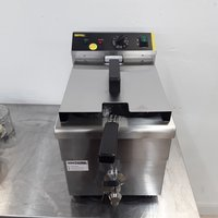 New B Grade Buffalo CP793 Single Table Top Induction Fryer 7.5L (9309)