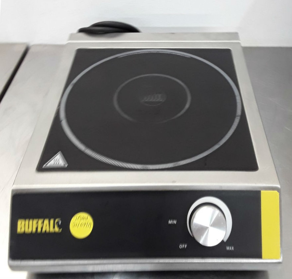 3 kW Power Buffalo CE208 Buffalo Induction Hob