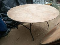 5Ft Round Tables for sale (8 or 10 guests)