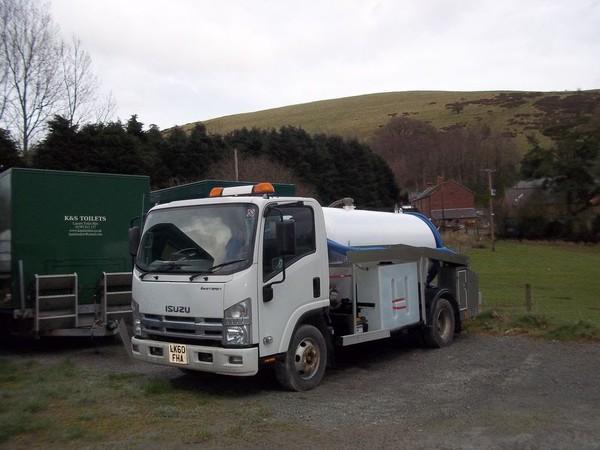 2011 Isuzu Easyshift Tanker - 7.5 tonne