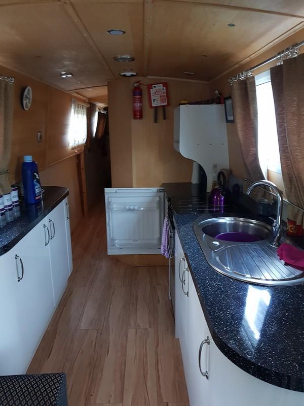 live aboard house boats