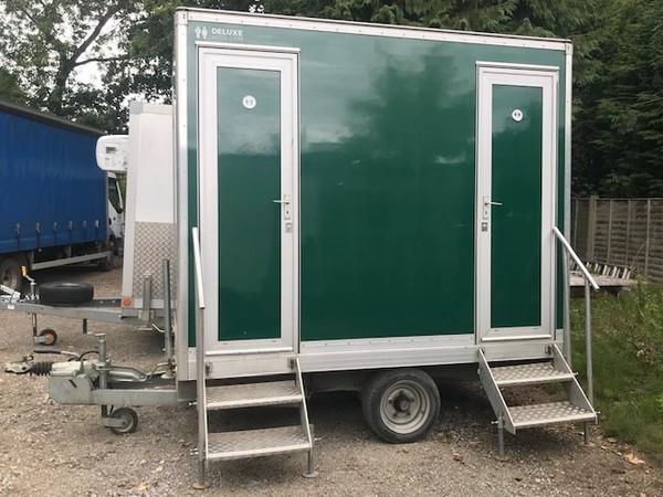 1 + 1 toilet trailer