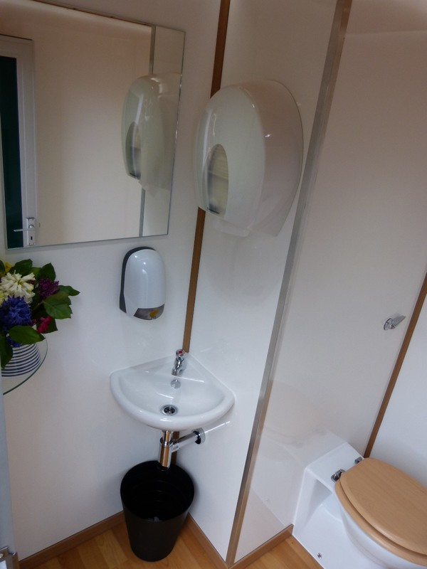 Contemporary Style Luxury Toilet Trailer