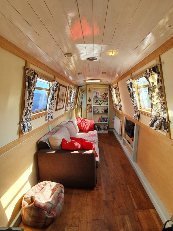 Narrowboats and widebeams for sale