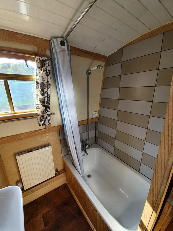 floating home for sale uk