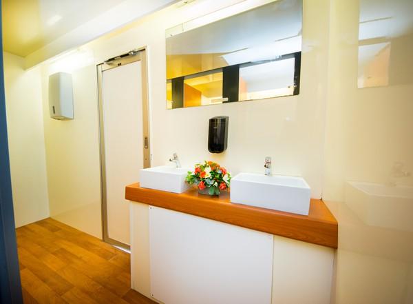 2x EP9Bay 5 + 4 Recirculating Toilet