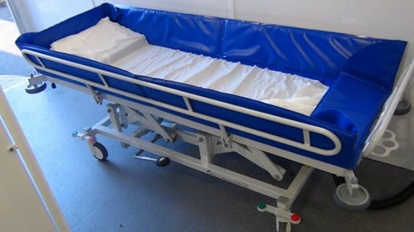 Height adjustable bed