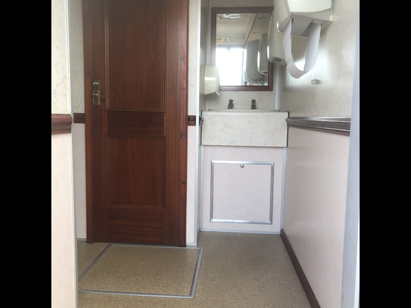 2002 Luxury 3+1 recirculating toilet unit