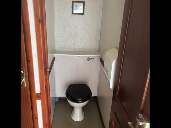 Wessington Cabins Luxury 3+1 recirculating toilet unit