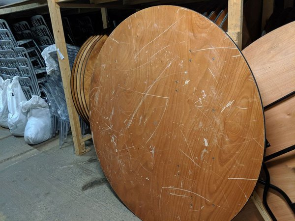 6Ft round table for sale