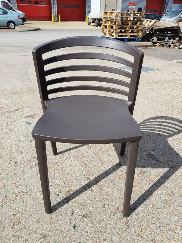 New Sintesi Venezia Chairs in Black