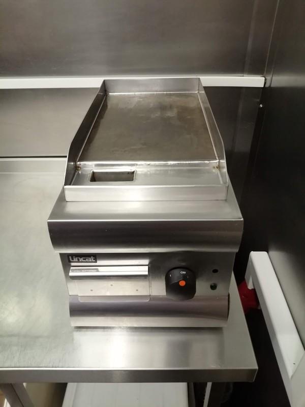 GS3 - Lincat Silverlink 600 Electric Counter-top Griddle - Steel Plate - W 300 mm - 2.0 kW - LONDON