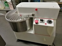 Italian Dough Mixer – Superb Quality Free Wheels Timer Provided as standard Mechanical control Spiral mixers with fixed head and bowl 82kg Dimensions 40 x 69 x 63 cm Single phase In great working order. A real workhorse of the kitchen, makes great dough,