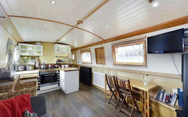 Wide beam Floating Home For Sale