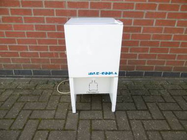 White Autonumis Milk Dispenser - Cambridgeshire