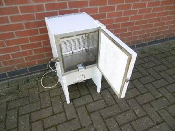 Second Hand White Autonumis Milk Dispenser